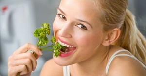 112360030_3352215_woman_eat_green_healthy_lifestyle